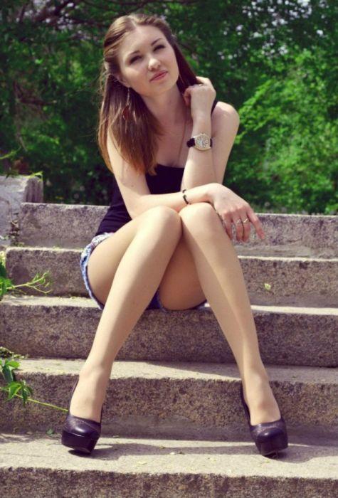 Siedzi na schodkach